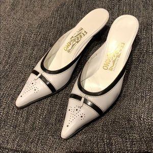 Vintage Ferragamo kitten heels size 7